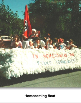 Info Living in 02 Homecoming Float