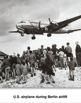 CW Home 07 US airplane Berlin airlift